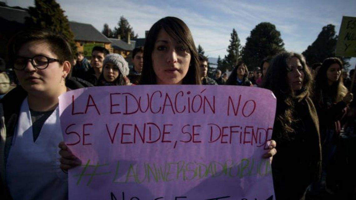 La mayoría de los gremios aceptaron la propuesta salarial y, tras cinco semanas, se levantan las huelgas en las universidades