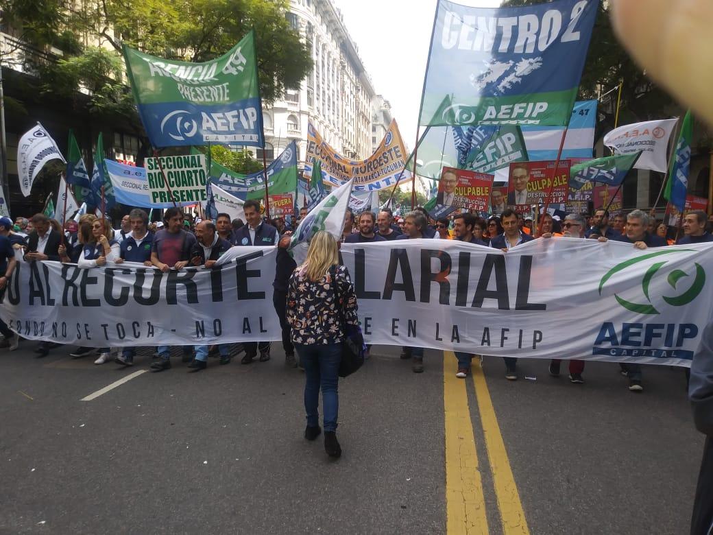 """Trabajadores de AFIP rechazaron """"la baja del salario y la flexibilización de los recursos""""."""