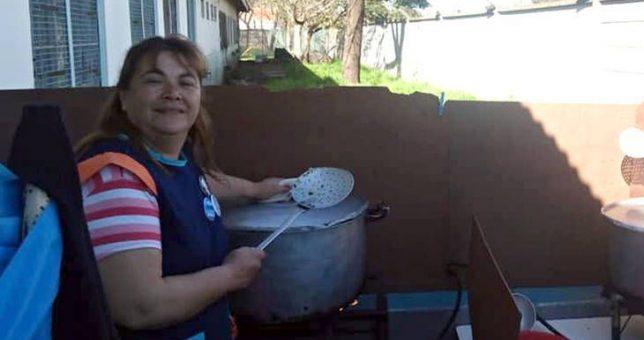Como la Triple A: secuestran, torturan y marcan a maestra que cocina en ollas populares de Moreno