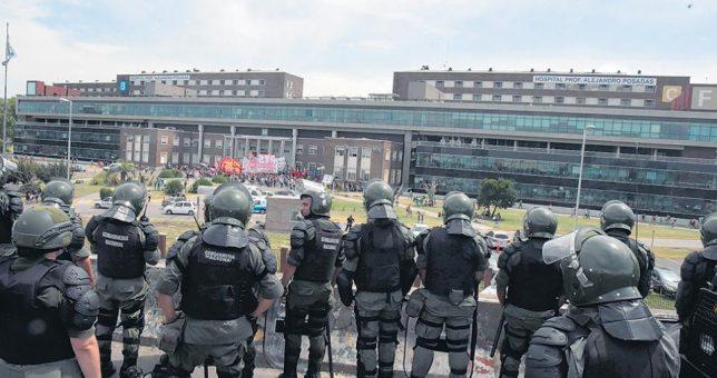 Despiden a 80 médicos, en un militarizado Hospital Posadas