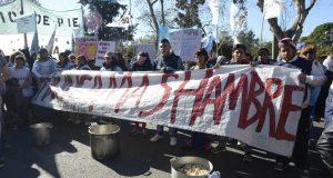 Barrios de Pie instala ollas populares para visibilizar que un tercio de los niños asiste a comedores