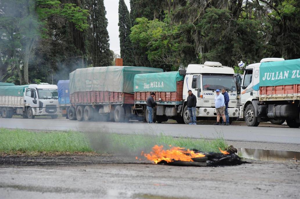 Hubo acuerdo y los transportistas de granos levantaron la huelga