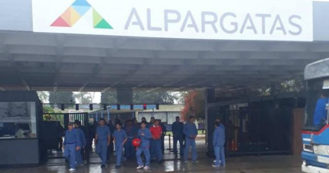 Alpargatas sigue su ajuste y ahora va por 500 despidos en Tucumán