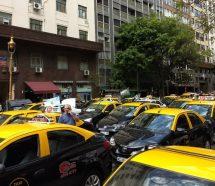 """Tacheros denunciaron que Uber les está """"robando"""" el trabajo"""