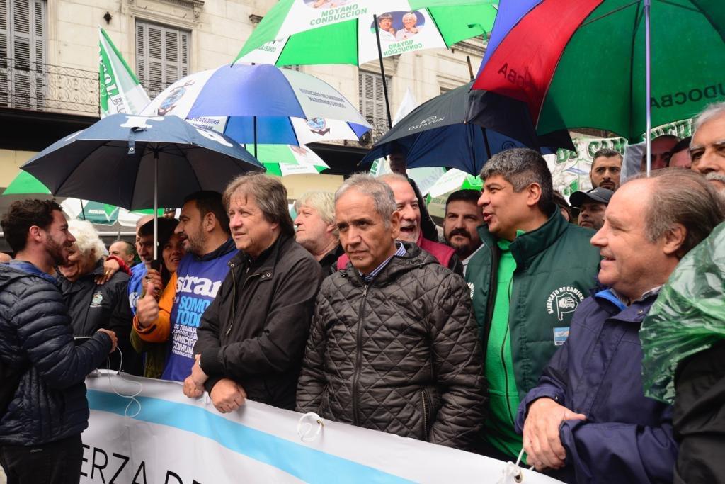 Fuerte presencia gremial en la plaza para rechazar el Presupuesto 2019