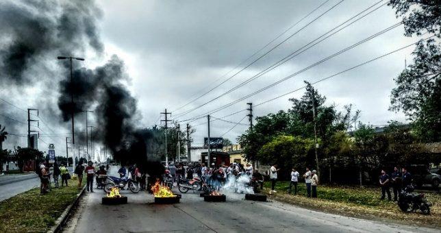 Trabajadores despedidos de Molinos Cañuelas cortaron la ruta