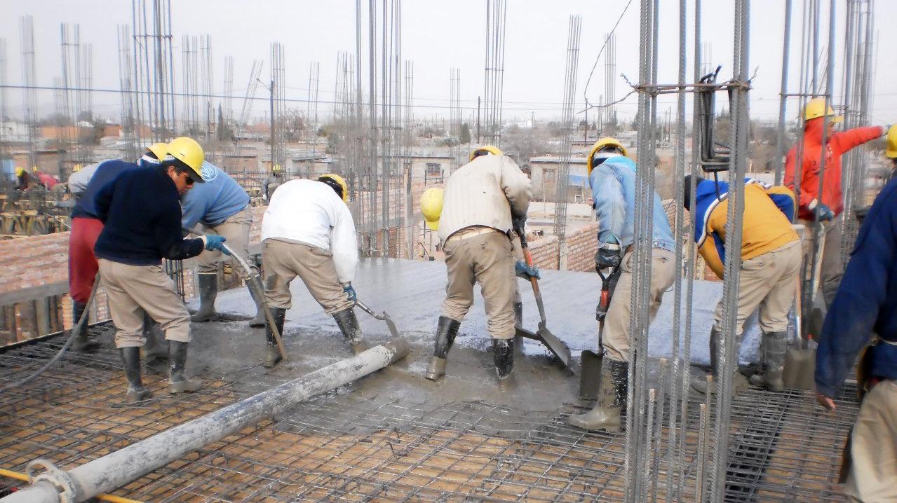Un tercio de las industrias y más de la mitad de las constructoras despedirán personal por la crisis