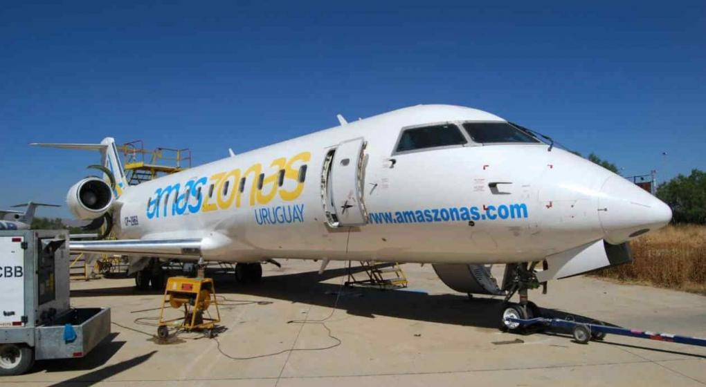Se cae la revolución de los aviones y también aerocomercial Amaszonas recorta vuelos