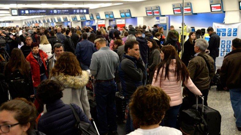 El Gobierno profundiza el conflicto en Aerolíneas Argentinas y suspende a 376 trabajadores