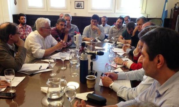 Periodistas advierten que proyecto de Cambiemos hará desaparecer a los diarios locales