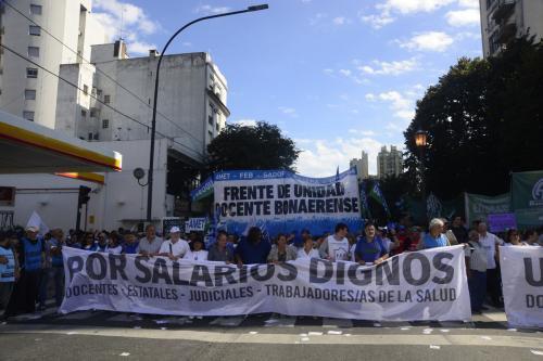 Vidal sigue sin convocarlos y los docentes vuelven al paro