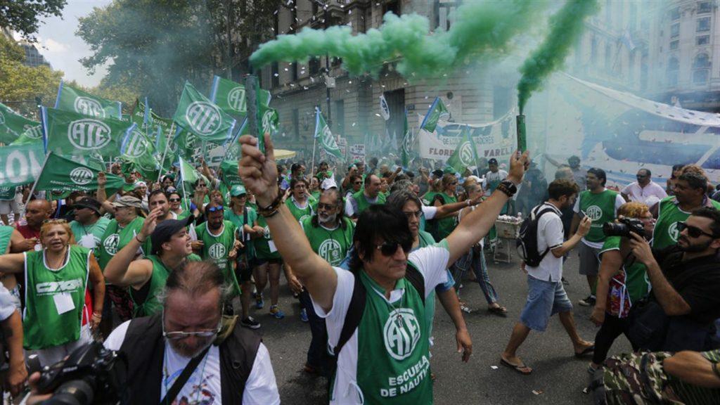 Gremios y organizaciones sociales protestarán desde el lunes contra el presupuesto de Vidal
