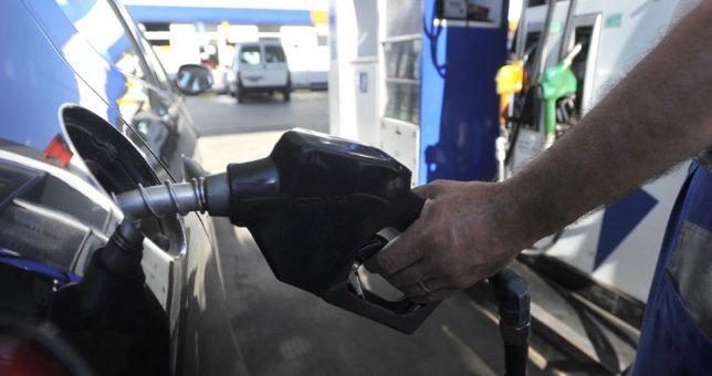 Por las subas de las naftas y la caída del consumo, peligran 800 estaciones de servicio