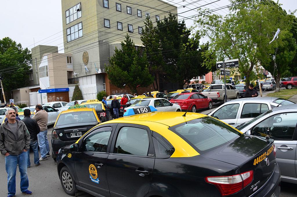 Como en la Ciudad de Buenos Aires, los tacheros consiguieron una ley antiUber en Santa Cruz