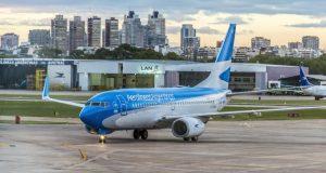 """El Gobierno dice que """"no hay ningún plan para privatizar Aerolíneas Argentinas"""" e insiste en atacar a los gremios"""