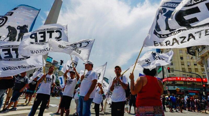 Trabajadores de la economía popular pasarán Nochebuena frente al Congreso para denunciar el aumento de la pobreza