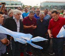 Moyano le marca la cancha a la CGT y firma un bono de fin de año de 14 mil pesos