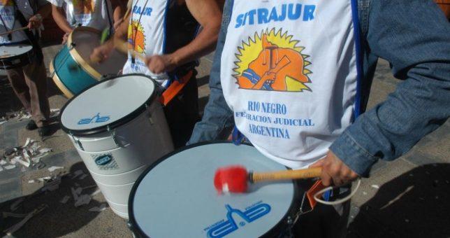 Judiciales rionegrinos acordaron 42% y cerraron paritarias cerca de la inflación