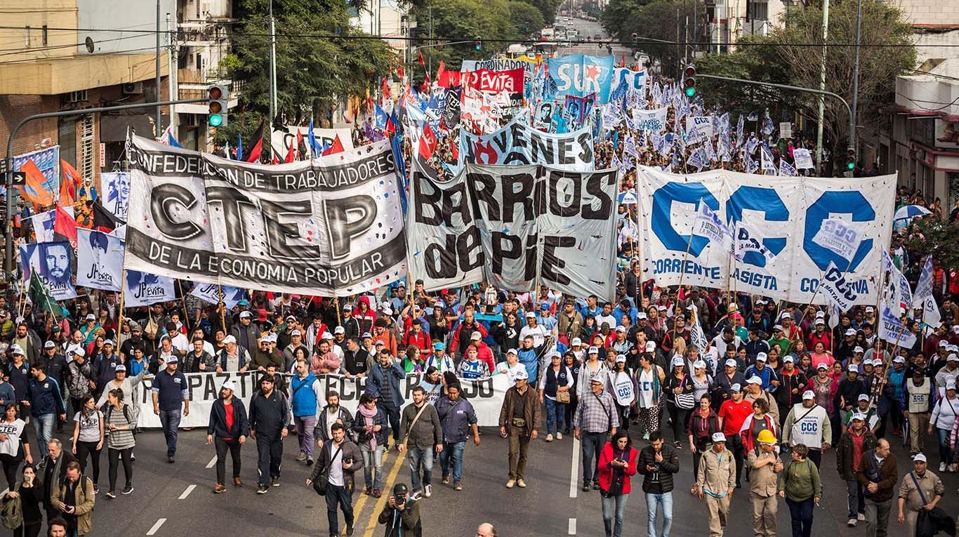 Vuelven a marchar las organizaciones sociales y amenazan con acampar en plena 9 de Julio