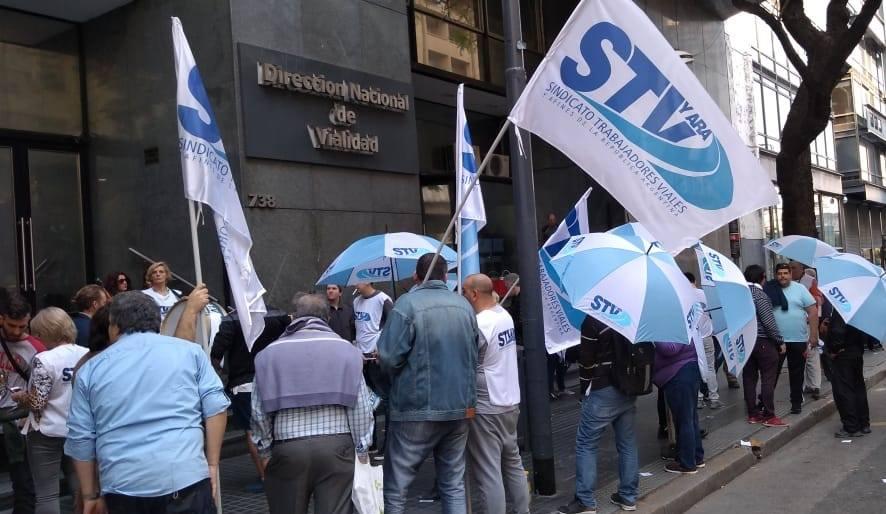 Viales denuncian avance privatizador y la venta de la sede del organismo en Corrientes