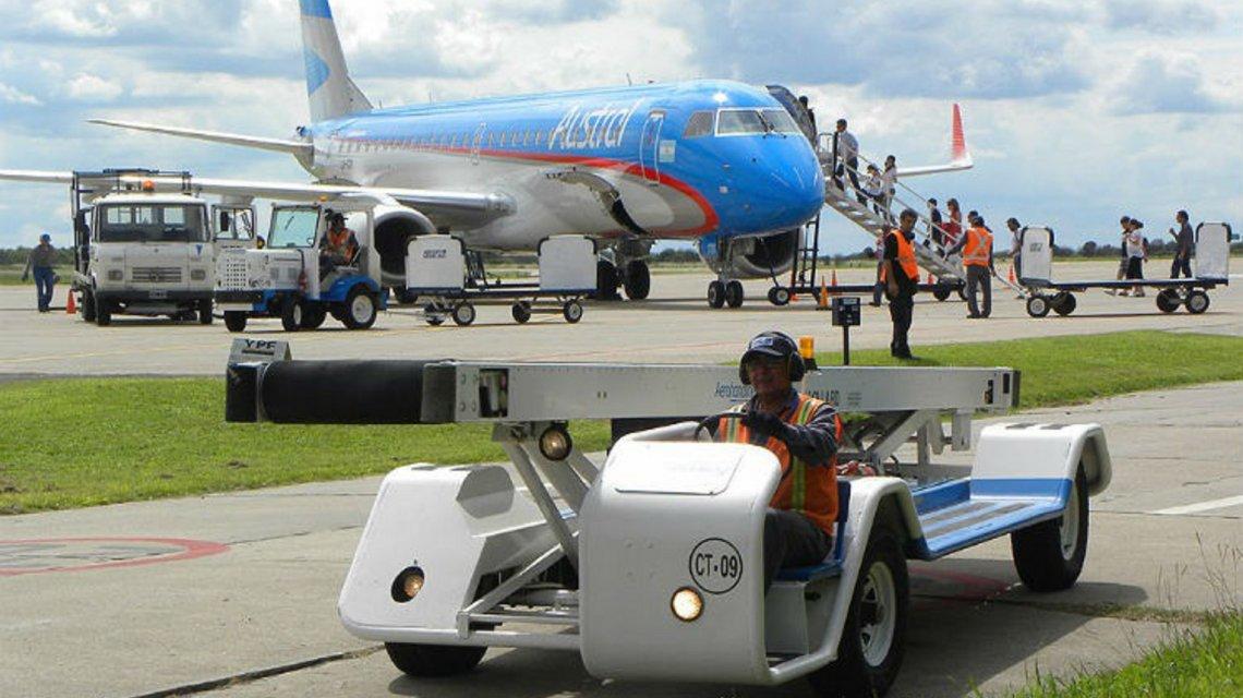 En un nuevo ataque a los aeronáuticos, Macri le saca a Intercargo el monopolio de los servicios de rampa