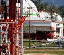 Refinor señaló que no tiene intenciones de despedir pero los petroleros piden soluciones de fondo