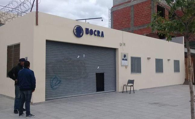 Atacaron a balazos la sede de la Uocra en Puerto Madryn e investigan una interna gremial