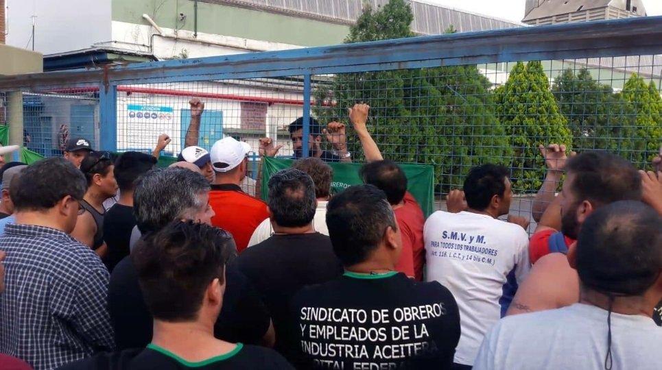 El Gobierno de Vidal intervino, pero convalidó el cierre de la aceitera Cofco