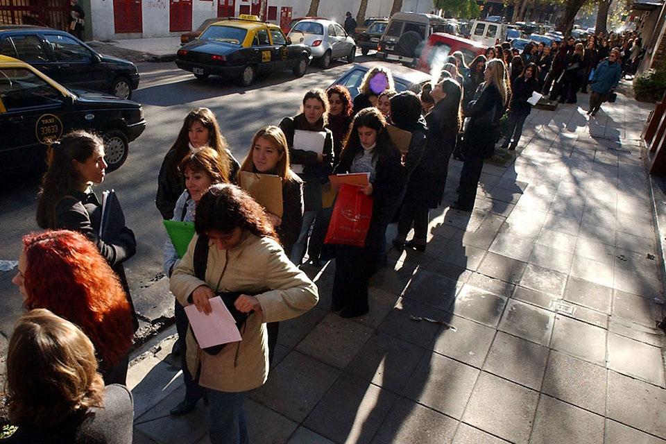 Seis de cada diez personas que busca trabajo está desempleada