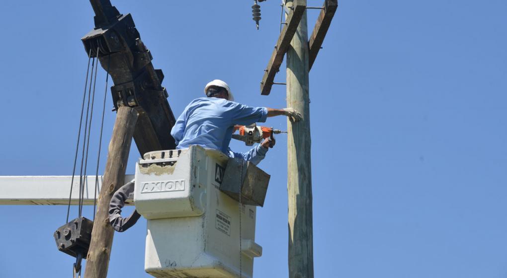Otra muerte laboral: falleció un empleado que hacía mantenimiento en la red de energía de Córdoba