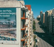 Apareció un cartel de Uber y provocó una rebelión de taxistas en Mar del Plata