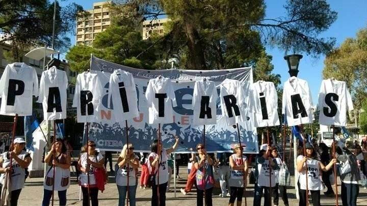 El Gobierno convocó a los gremios docentes nacionales pero no quiere hablar de salarios