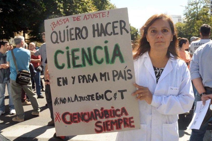 """Ajuste en Ciencia y Técnica: """"En dos años se perdieron más de cuatrocientos cargos en Conicet"""""""
