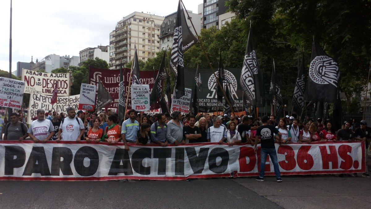 El sindicalismo combativo marchó a Plaza de Mayo contra los despidos y pidió un paro activo de 36 horas