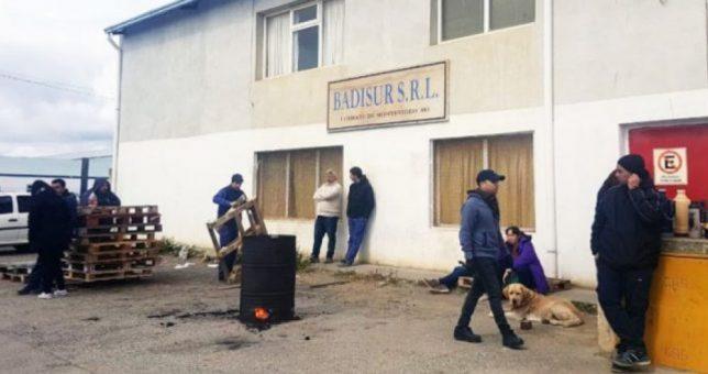 "Desesperación de los despedidos de Badisur: ""Nos van a sacar muertos de acá"""