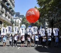 Los gremios docentes convocaron una multitud en Plaza de Mayo y fortalecen su reclamo al Gobierno