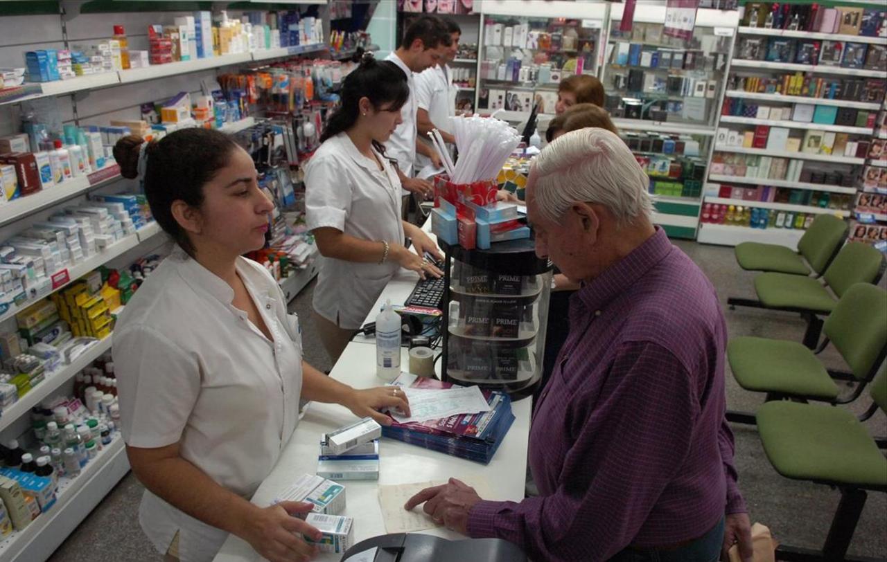 Cerraron 68 farmacias el último año en CABA y el Gran Buenos Aires