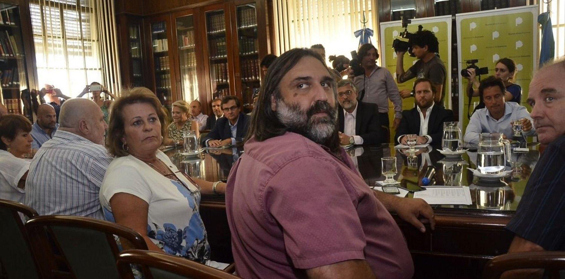 Docentes congelan paros hasta la reunión paritaria con Vidal pero advierten que la situación es «insostenible»