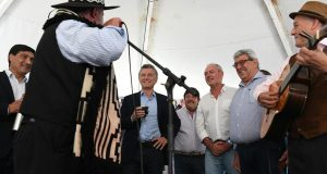 Mientras pide 20 años más de Cambiemos, Ayala cosecha negocios millonarios