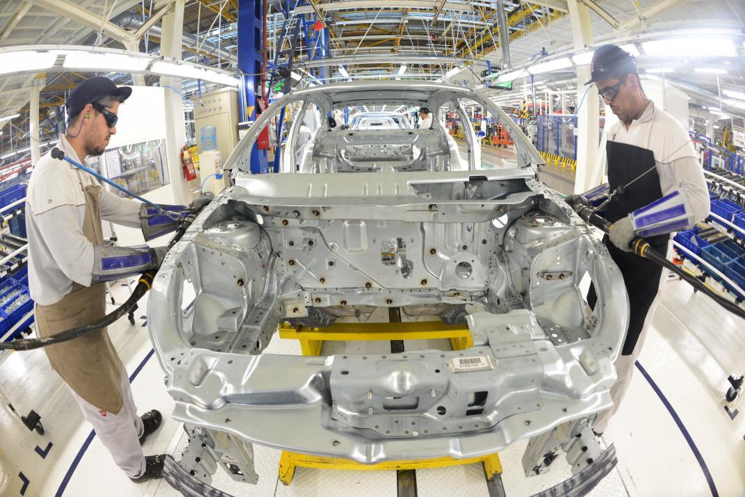 Fiat deja de producir cajas de cambio en el país y «retirará» 300 empleados