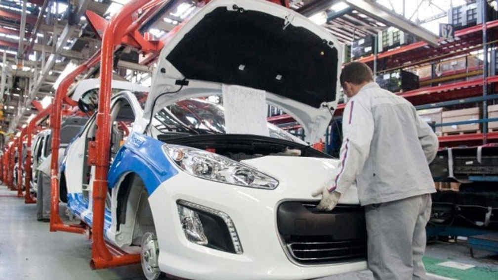 Ya son más de 7 mil los obreros suspendidos en automotrices