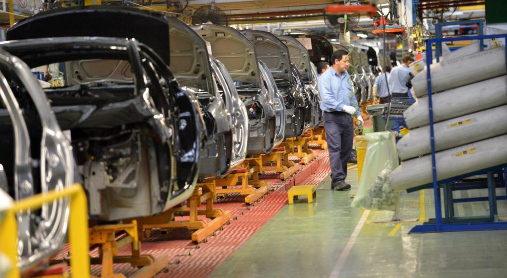 Crisis automotriz: Renault suspende esta semana a 1500 operarios