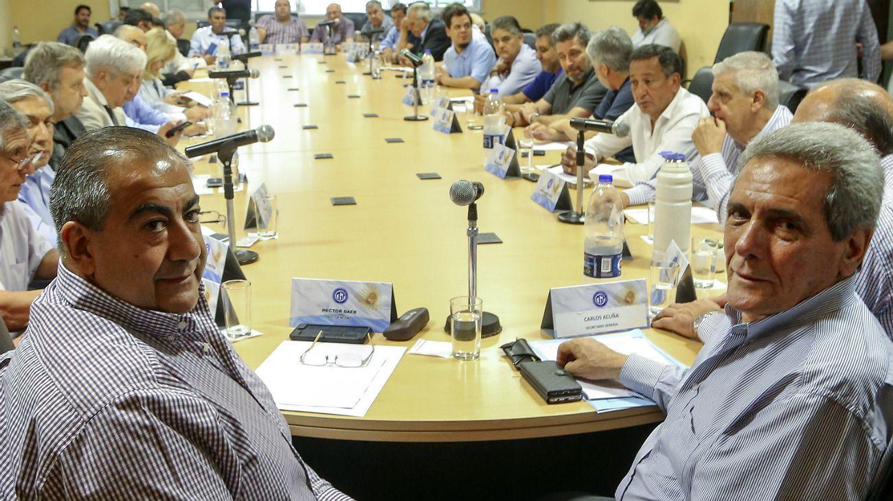 Marchar y negociar, las dos cartas que se juegan en la primera reunión de la CGT del año