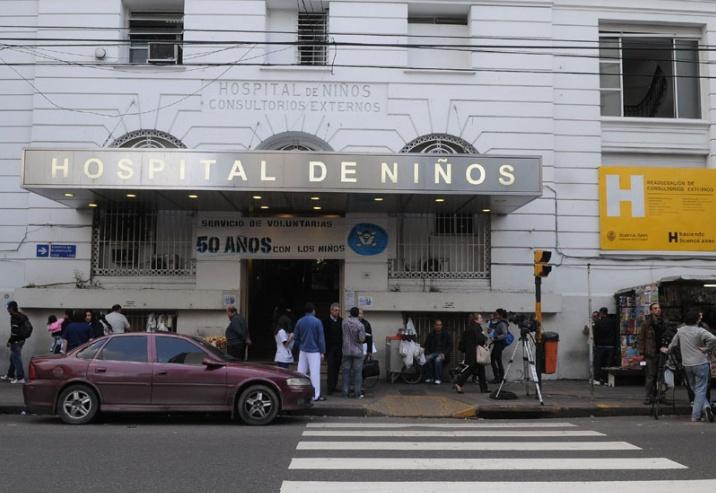 Médicos denuncian falta de insumos, salas sin agua y comida con gusanos en el Hospital Gutiérrez