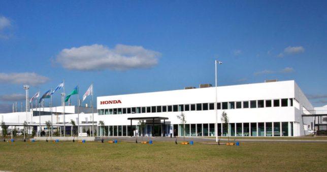 Desde hoy, Honda suspende 900 operarios hasta abril