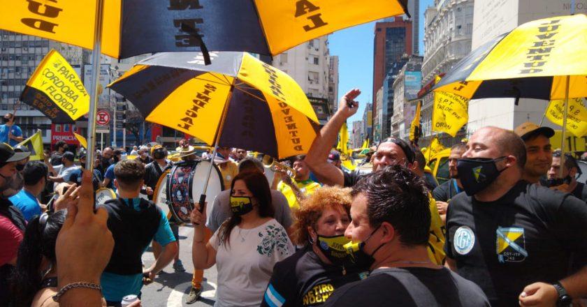 Taxistas protestaron contra las «aplicaciones de transporte ilegal»