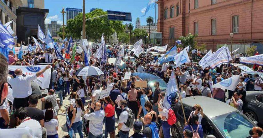 Trabajadores de LATAM Argentina se movilizan para pedir continuidad laboral