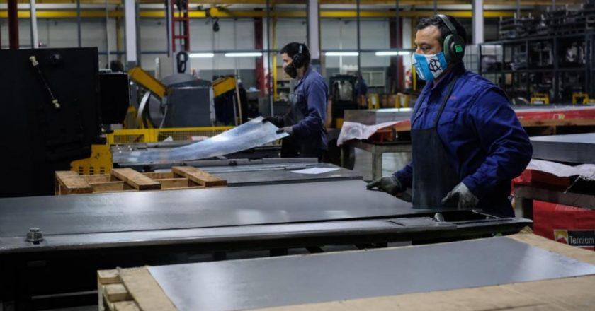 «La cantidad de trabajadores suspendidos pasó de los 777.000 de abril a los 408.000 de octubre»