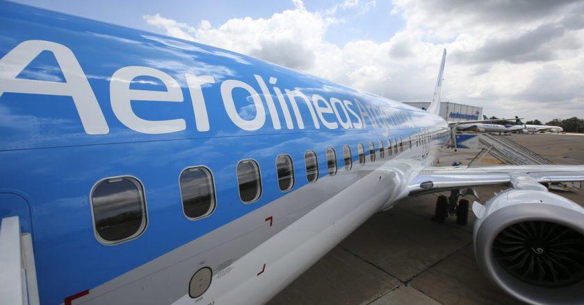 Gremios aeronáuticos acordaron un aumento salarial del 23% en AA