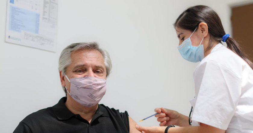 Trabajadores de la salud del Hospital Posadas aprovecharon la vacunación del presidente para recordar demandas históricas